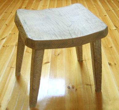 八ヶ岳の手作り木製品【背もたれなし椅子】